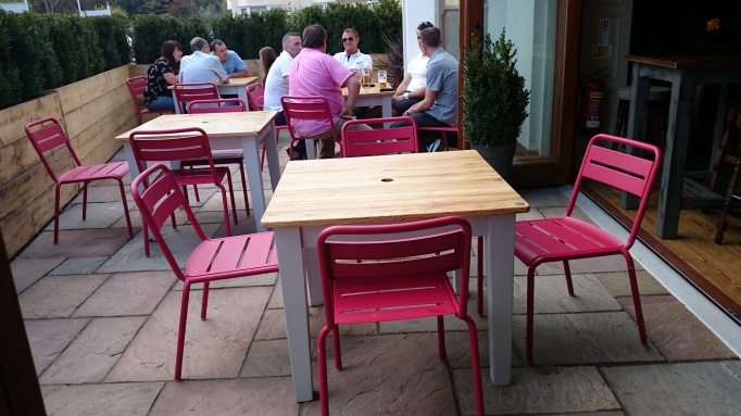 Red Lion Shepperton al fresco restaurant seating