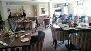 Emlyn Restaurant Mercure Burford Bridge dining room